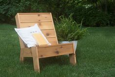 This modular garden chair is easy to make using either reclaimed pallet wood or pine that can be sourced at your local Builders or timber merchant. Outdoor Lounge, Outdoor Chairs, Outdoor Furniture, Outdoor Decor, Diy Furniture, Furniture Chairs, Lounge Chairs, Furniture Plans, Outdoor Ideas
