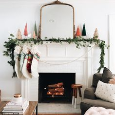 Mantle Decor To Swoon Over this Holiday Season - holiday mantle decor to swoon over this holiday season // kendallandalexis…. Christmas Mantels, Noel Christmas, Vintage Christmas, Christmas Garlands, White Christmas, Simple Christmas Decorations, Modern Christmas Decor, Scandinavian Christmas, Home For Christmas