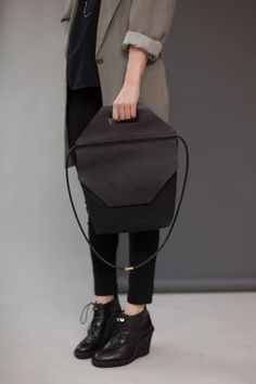 CHIYOME, STOP BAG: from the hover collection that uses atypical materials, such as marble, rubber and acrylic.