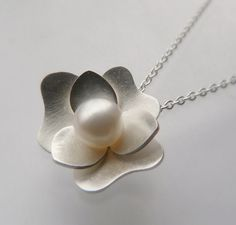 Gardenia pendant necklace. Beautiful!