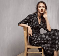 Today I'm launching the new Inès de La Fressange at Uniqlo range. Along with my pick of the collection, I have photographed 2 very different looks for SS17.