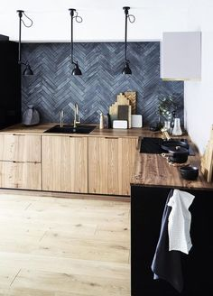 : Warning: These Kitchens Will Sell You on a Black Slate Backsplash - . - Warning: These Kitchens Will Sell You on a Black Slate Backsplash – - Home Interior, Kitchen Interior, New Kitchen, Kitchen Decor, Kitchen Ideas, Kitchen Layout, Rustic Kitchen, Interior Design, Kitchen Inspiration