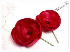 2 Haarblüten, rot, Satin, rote Rosen, Haarschmuck von Antonina Haarschmuck auf DaWanda.com