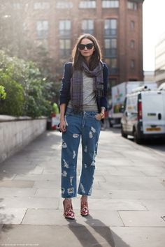 I don't know if I'll ever wear distressed boyfriend jeans, but I love the laid back vibe of this outfit. The blazer and plaid scarf really complete the menswear inspired look.