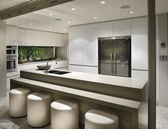 If you are looking for smart kitchen interior designs that you can use for your own home space, this is the article that you should be reading. Kitchen Dinning, New Kitchen, Kitchen Decor, Kitchen Ideas, Kitchen Things, Design Kitchen, Kitchen Island, Kitchen Cabinets, Beautiful Kitchens