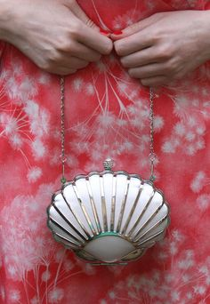Vintage inspired 1930s Art deco style clam shell evening clutch bag purse handbag. Would be perfect for me!!!