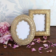 Add a royal flair to your wall with a golden ornate vintage frame from Rachel Ashwell. This gorgeously designed inch frame comes in different shapes. Shabby Chic Picture Frames, Victorian Picture Frames, Victorian Pictures, Vintage Picture Frames, Vintage Frames, Shabby Chic Bedrooms, Shabby Chic Homes, Shabby Chic Decor, Shabby Chic Couture