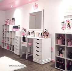 Best Picture For makeup room ideas walls For Your Taste You are looking for something, a My New Room, My Room, Rangement Makeup, Diy Zimmer, Vanity Room, Glam Room, Makeup Rooms, Beauty Room, Dream Rooms