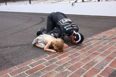 Google Image Result for http://cdn8.catchfence.com/wp-content/uploads/2012/08/Jimmie-Johnson-and-Daughter-Kiss-the-Bricks-at-Indy.jpg