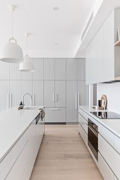 We love the sleek handleless look of a kitchen, but these oversized white handles on the far cabinets is lovely.