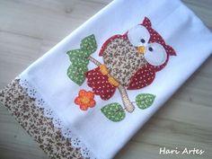 Pano de prato 100% algodão, 50 cm x 80 cm, com aplicações em patchwork, bordado inglês e crochê em toda a volta. Deixe sua cozinha ainda mais bonita!: