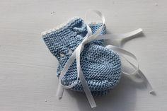 Ravelry: Jakke, bukse, lue, sokker, teppe pattern by Sanne Fjalland Baby Knitting Patterns, Baby Patterns, Knitting Videos, Booklet, Ravelry, Baby Shoes, Free, Clothes, Socks