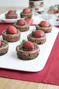 Mini Chocolate Strawberry Cheesecakes #recipes #apeekintomyparadise #tastytuesdays