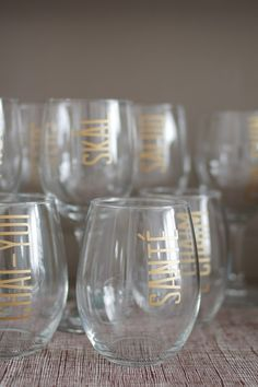At this point, you& probably sick of hearing about my dinner party projects, but this is the last post, I promise. Homemade Gifts, Diy Gifts, Sharpie Art, Sharpie Glass, Sharpie Projects, Diy Projects, Diy Wine Glasses, Cool Bars, Decorating Tips