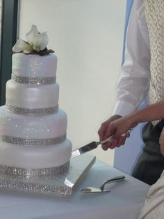 Pretty and white wedding cake with sparkling bases