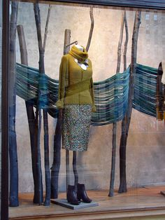 : Anthropologie Window Displays - New Deko Sites Winter Window Display, Window Display Design, Store Window Displays, Autumn Display, Visual Merchandising Displays, Visual Display, Anthropologie Display, Vitrine Design, Store Front Windows