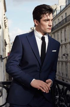 Luxury and Vintage Madrid website, offers you the best selection of contemporary and vintage clothing in the world. Gentleman Mode, Gentleman Style, Formal Suits, Men Formal, Gentlemans Club, Boy Photography Poses, My Sun And Stars, Business Portrait, Poses For Men
