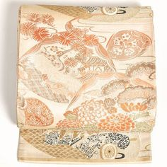 Patterns Hina Matsuri (Doll Festival/Girls' Day) dolls (hina-ningyou), shell-matching game (kai-awase), formal fans (ougi), flowing water/streams (ryuu-sui), spring gradated colors, mist (kasumi), and from the middle of the month cherry blossom patterns (sakura) are used.