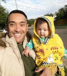 On our way to have brunch :) Coco is wearing her first Venezuelan Ruana :)  #LifeAsLeo #ColleenCoco  www.LeonardoDalmagro.com   Vamos en camino para ir a comer :) Coco esta isando por primera vez una Ruana Venezolana :)  #brunch #ruana #poncho #babyfashion #prouddaddies