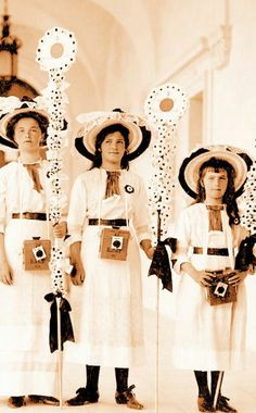 Olga, Maria & Anastasia, with camera boxes, White Flower Day at LIvadia in 1914.
