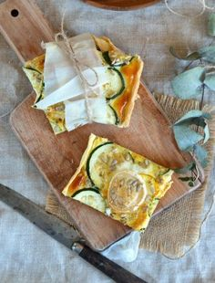 Zucchini, goat cheese and ricotta pie Pizza Tarts, Ricotta Pie, Spanakopita, Goat Cheese, Finger Foods, Healthy Living, Food And Drink, Cooking, Ethnic Recipes