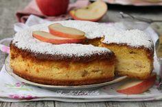 Torta versata di mele e ricotta. Una sofficissima torta farcita con ricotta e mele. Versata perchè si cuoce prima la base poi si versa la crema.