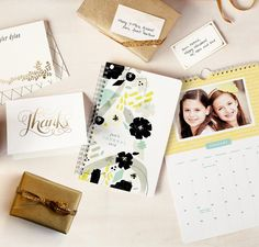 Discover the perfect gift for your loved ones this Holiday season with Minted selection of foil-stamped stationary.