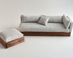Sofa Couch Chaise Modern Miniatures Scale Dolls House White & Grey Textured… Sofa Couch Chaise Moderne Miniaturen Puppenhaus im Maßstab White & Grey Textured Woven Lounge Suite Ottoman Scandanavian Design DollHouse Diy Couch, Sofa Couch, Lounge Sofa, Canapé Diy, Diy Barbie Furniture, Furniture Dolly, Doll House Plans, Lounge Suites, Barbie Doll House