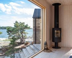 Coastal sauna in Finnish archipelago. Lakeside Cottage, Modern Cottage, Diy Crafts For Home Decor, Modern Log Cabins, Outdoor Sauna, Summer Cabins, Cheap Wall Decor, Weekend House, Forest House