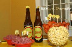 Festa // Tema: Boteco // Bar // Mesa de Petiscos // Inspiração // Decoração // Garrafas de Cerveja
