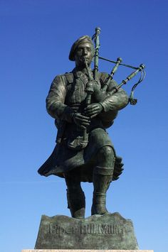 Piper Bill Millins statue unveiled Sword beach 2013