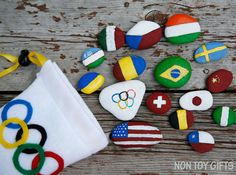 Painted flag rocks - a creative and educational Olympic craft. A great opportunity for kids to learn about the participating countries to the Olympics. Rock Painting Ideas Easy, Rock Painting Designs, Painting For Kids, Painting Tutorials, Painting Tips, Painting Art, Sand Crafts, Rock Crafts, Arts And Crafts