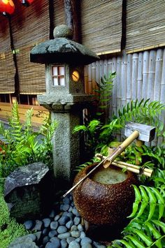 thekimonogallery: Tsukubai, water basin, in Yasaka Shrine,Kyoto. Photographer Frantinek Stroud