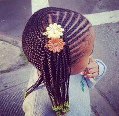 Je ne suis pas pour les coiffures gargantuesques que portent certaines petites filles. J'entends par là les tresses avec des tonnes de rajouts, serrées à leur en déraciner le bulbe capillaire…