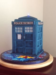 Cale: Dr Who TARDIS.  I managed to source mini waterproof LED lights. The top was a block of sugarpaste so it was really easy to core out a circle using a cutter and pop it in.