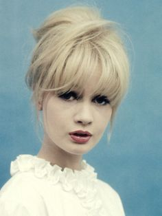 I wish I could pull off those bangs