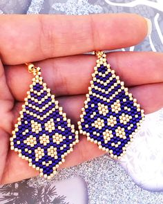 Brick stitch pattern-PDF file for these beautiful earrings is now available at SplendidBeads's Etsy Beaded Earrings Patterns, Seed Bead Patterns, Seed Bead Earrings, Beading Patterns, Brick Patterns, Diy Earrings, Loom Beading, Embroidery Patterns, Seed Beads