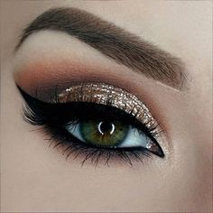 Owners of dark green eyes will be fascinated by make-up ideas that enhance and complement your beautiful eye color. A variety of eyeshadows and eyeliner awaits you for your exploration. Gold Wedding Makeup, Prom Makeup, Cute Makeup, Gorgeous Makeup, Pretty Makeup, Gold Makeup, Sparkly Makeup, Pageant Makeup, Cheap Makeup