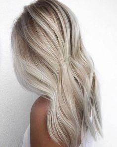 Equal haircuts, discreet scaling, long forelock and French bangs, here are all the spring summer 2020 long haircuts trends to be inspired by! Hair Blond, Blonde Hair Looks, Icy Blonde, Winter Blonde Hair, Light Blonde Hair, Shades Of Blonde, Platinum Blonde Hair, Blonde Color, Balayage Hair
