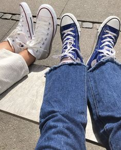 White and blue Converse Dr Shoes, Swag Shoes, Hype Shoes, Me Too Shoes, Shoes Sneakers, Estilo Converse, Outfits With Converse, Blue Converse Outfit, Mode Outfits