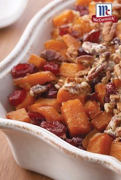 Low Unwanted Fat Cooking For Weightloss Looking For A New Thanksgiving Side Dish Recipe? With A Pecan-Pie-Inspired Topping, This Easy Sweet Potato Casserole Recipe Gets A Fresh Holiday Twist That's Sure To Be A Crowd-Pleaser. Sweet Potato Casserole, Sweet Potato Recipes, Bean Casserole, Yam Recipes, Dessert Recipes, Potato Dishes, Food Dishes, Side Dishes, Short Hairstyles