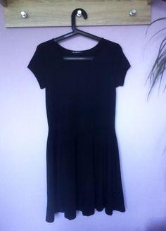 Kup mój przedmiot na #vintedpl http://www.vinted.pl/damska-odziez/krotkie-sukienki/14006242-czarna-sukienka-rozkloszowana-terranova-m-l-38-40
