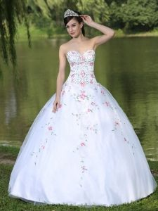 Buy embroidery sweetheart organza dresses quince with appliques from perfect quinceanera dresses collection, sweetheart neckline ball gowns in white color,cheap floor length organza dress with lace up back and for sweet 16 quinceanera . Sweet Sixteen Dresses, Sweet 15 Dresses, Sweet Dress, Cheap Dresses, Girls Dresses, Dresses 2013, Pageant Dresses, Turquoise Quinceanera Dresses, Pretty Quinceanera Dresses