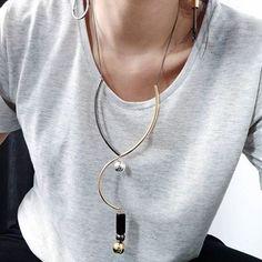 Alô alô: o colar Stella está de volta na shop e loja física! Colar com design clean e sofisticado.✨