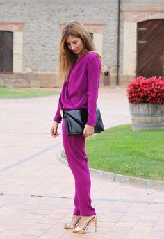 Look con Mono. A trendy life. #trendy #chic #jumpsuit #purplejumpsuit #davidchristian #davidchristianjumpsuit #specialjumpsuit #zara #rebeccaminkoff #rebeccaminkoffbag #outfit #fashionblogger #atrendylife www.atrendylifestyle.com