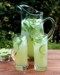 Vodka mint lemonade or limeade (could also omit the alcohol)- Might be my summer cocktail Refreshing Summer Cocktails, Summer Drinks, Vodka Limonade, Cocktail Vodka, Lemonade Cocktail, Homemade Strawberry Lemonade, Mint Lemonade, Mint Recipes, Coctails Recipes