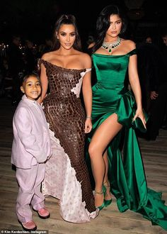 Kim Kardashian shares a cute photo of Kylie Jenner's daughter Stormi with baby Psalm Kourtney Kardashian, Kim Kardashian And North, Estilo Kardashian, Kardashian Family, Kardashian Style, Kardashian Jenner, Kardashian Kollection, Kim And Kylie, Kendall And Kylie Jenner