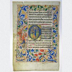 Wundervoll gestaltetes mittelalterliches Pergament- Manuskriptblatt aus einem reich verzierten Stundenbuch. Geschmückt ist das Blatt mit zwei meisterlichen Miniaturmalerein im Stile des Maitre François und einer reich ausgeschmückten Ornamentbordüre. Entstanden in Paris, um 1475.  ABMESSUNGEN: Blatt ca.: H 13,1 cm x B 8,8 cm