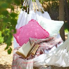 Relaxed garden hammock - Relax with a good book in a hammock. Add pretty cushions and a throw for comfort. Garden Hammock, Outdoor Hammock, Outdoor Balcony, Outdoor Gardens, Hammocks, Outdoor Spaces, Hammock Ideas, Rooftop Gardens, Garden Bed