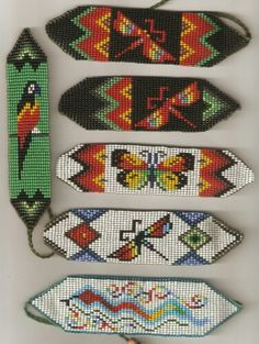 Manillas en mostacilla Peyote Stitch Patterns, Seed Bead Patterns, Craft Patterns, Beading Patterns, Crochet Necklace Pattern, Beaded Bracelet Patterns, Native Beadwork, Native American Beadwork, Diy Friendship Bracelets Patterns